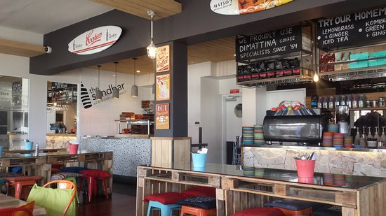 Scarborough, Australia: Dining and counter area