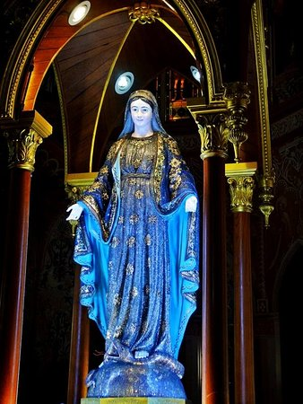 Chanthaburi, Tailandia: the bejeweled Mary the virgin