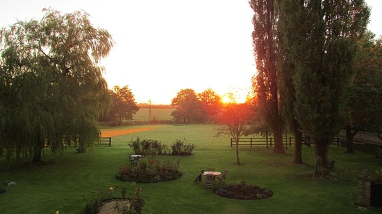 Chippenham, UK: A beautiful sunrise as seen from our room.