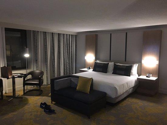 Washington Court Hotel on Capitol Hill: Huge corner room!