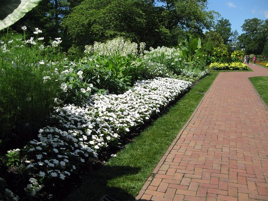 Kennett Square, Pensilvania: Flowers line the paths