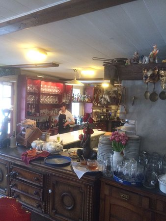 Haapsalu, Estonia: официант за работой