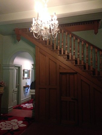 Leura House : Stairs to the rooms