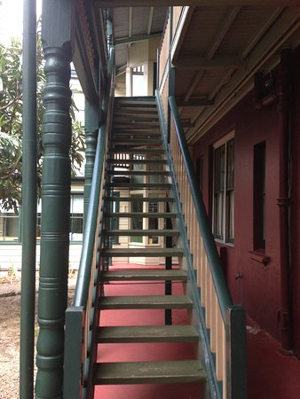 Leura, Australia: Back Stairs to the rooms