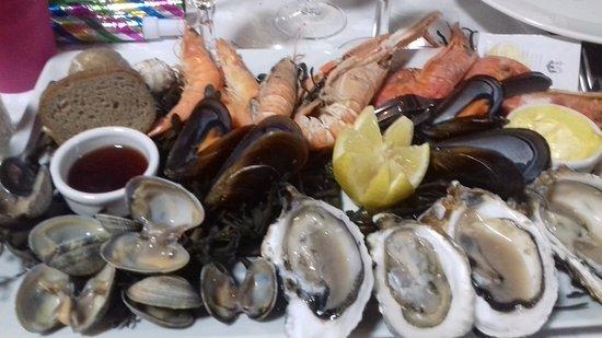Canet, France: assiettes de fruits de mer