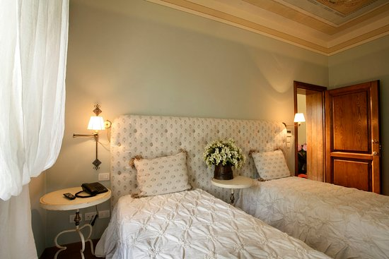 Villa Sestilia Guest House : Camera Azzurra with 2 single beds - can be turned into a king size bed