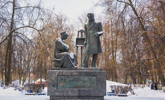 Памятник Венецианову в зимнем парке - Изображение Памятник Венецианову, Вышний  Волочек - Tripadvisor