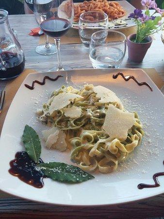 Casole d'Elsa, Italy: tagliatelles au parmesan et aux copaux de truffes