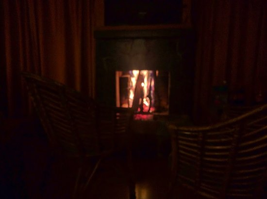 Pangot, India: Fireplace in the room