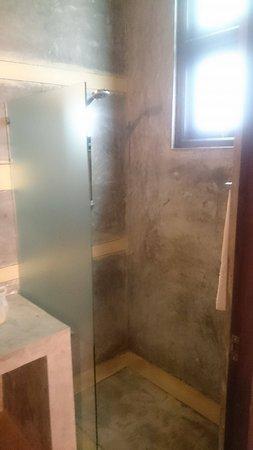 The Chalet Bentota: bathroom