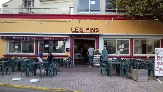 Cafe les pins port saint louis du rhone restaurant - Restaurant port saint louis du rhone ...