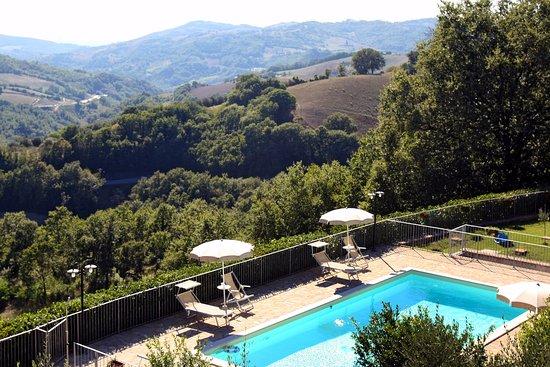Valfabbrica, Itália: vista piscina