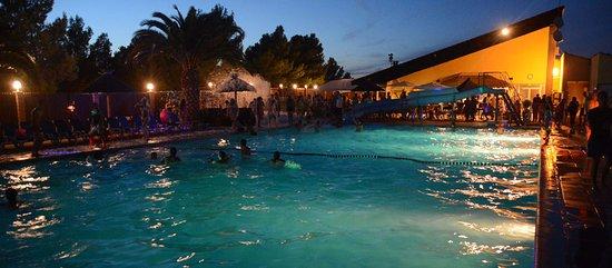 Camping La Nautique : En haute saison des soirées mousse sont organisées à la piscine
