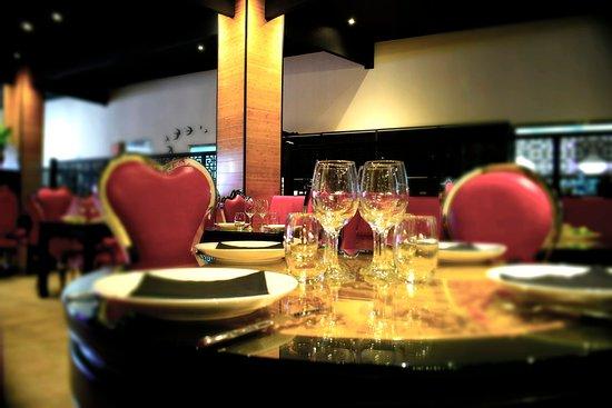 Una de nuestras mesas redondas, acompañada de nuestras ...