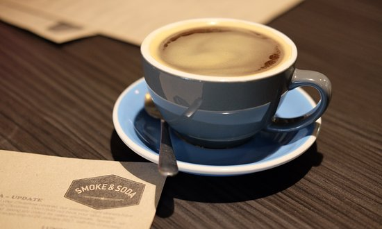 Heathcote, Australien: Enjoying a coffee at Smoke & Soda