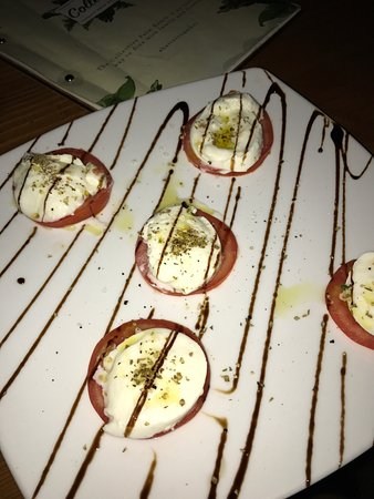 Palm Beach, Australia: Caprese salad?? 5 pieces of tomato.. and 5 of mozzarella... really disappointed