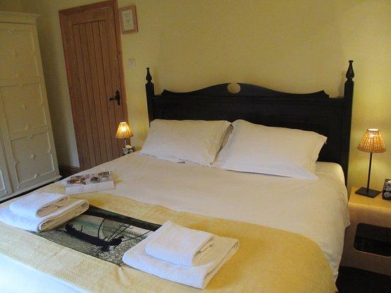 Cranbrook, UK: Hop Pickers Cottage, Lovely Superking bed, bathroom en-suite.