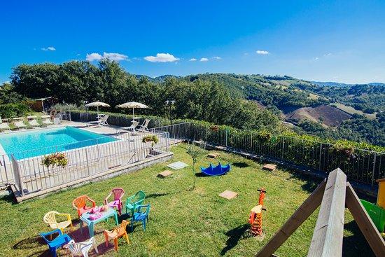 Valfabbrica, Włochy: parco e piscina