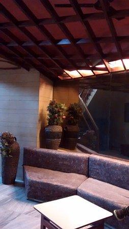 Hotel President: waiting area