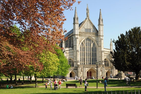 Hotels Near Winchester Cathedral