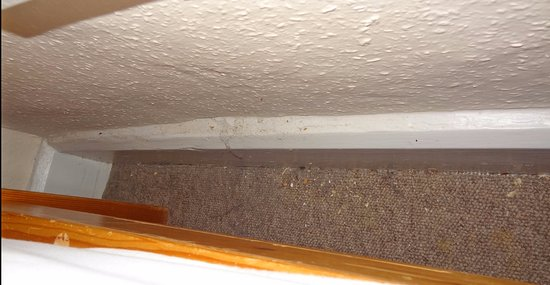 Dulverton, UK: space between side of bed and wall