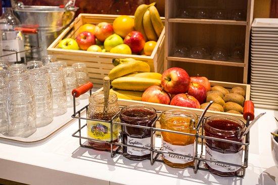 Sausheim, France : Buffet petit-déjeuner