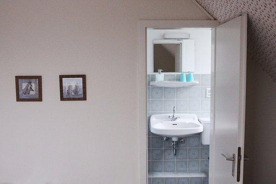 Altenau, Tyskland: Elke kamer heeft eigen sanitair, klein maar schoon