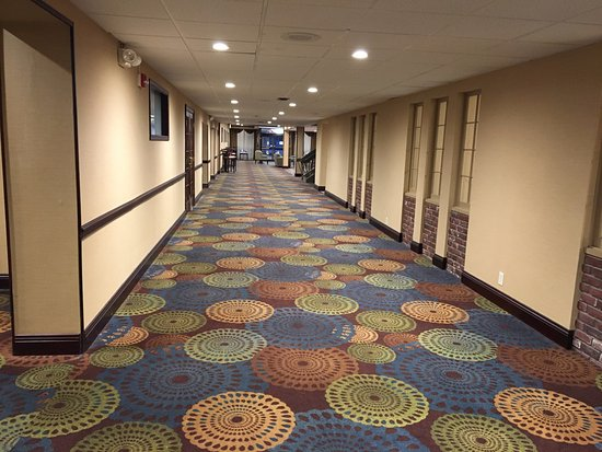 BEST WESTERN PLUS Lockport Hotel: Best Western (Lockport) - view towards lobby