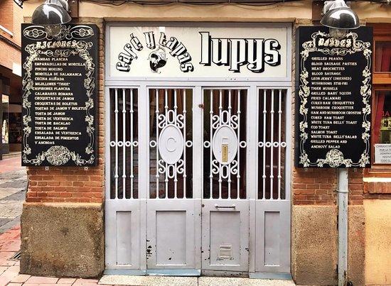 Entrada con las puertas originales picture of cafe y - Puertas originales ...