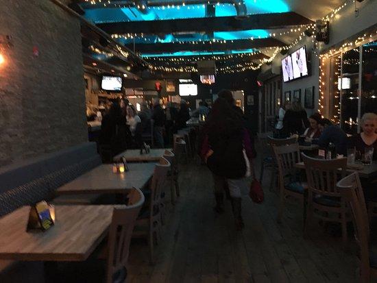 North Tonawanda, Estado de Nueva York: Dockside - looking from front towards bar area
