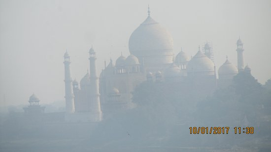 Hotel Taj Resorts: Photo from terrace not clear duu to fogg