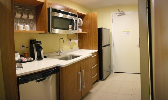 Southaven, MS: The Kitchenette With Real Glassware & Silver Ware