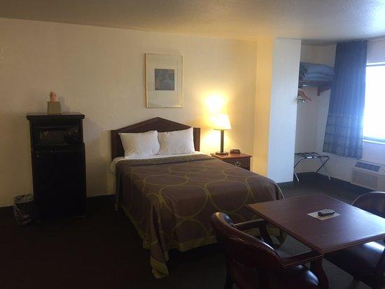 Hazard, KY: Triple Bed Suite