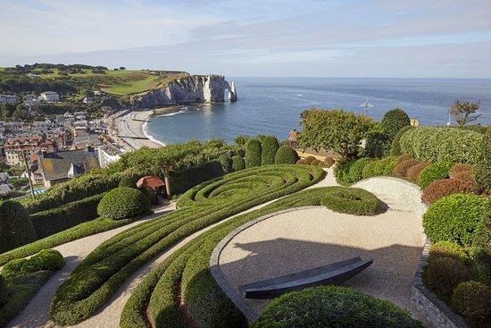De tr s beaux jardins avec une exposition d 39 art contemporain photo de les jardins d 39 etretat - Sculptuur jardin contemporain ...