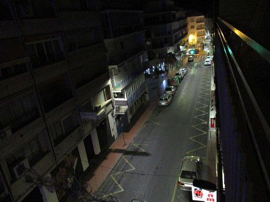 Hotel Mayna: Chambre 311 balcon nuit