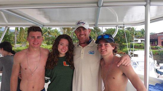 Herradura, Costa Rica: Captain Jim Kitchell with the kids
