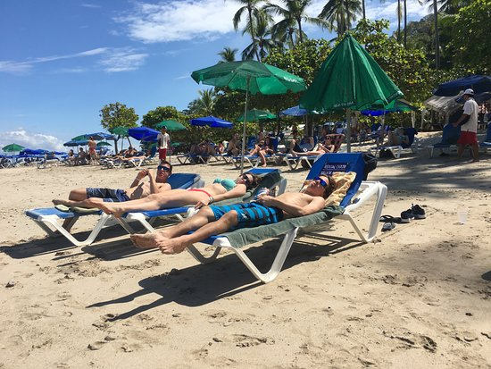 Herradura, Costa Rica: Relaxing on the beach