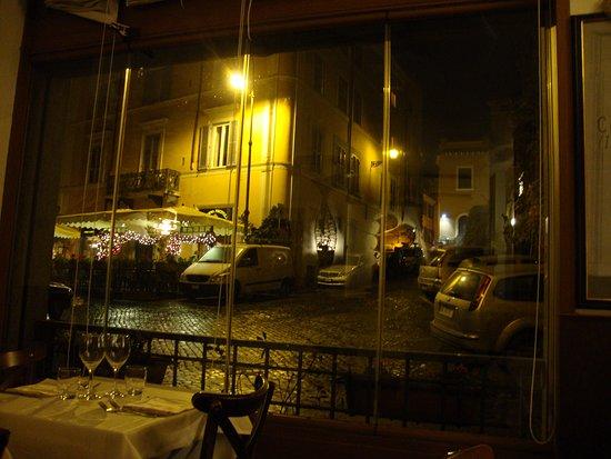 Osteria La Gensola: mesas perto das janelas tem simpática vista para o Trastevere