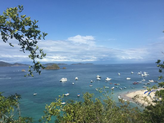 Herradura, Costa Rica: Snorkeling is done around the small island in the middle of the bay