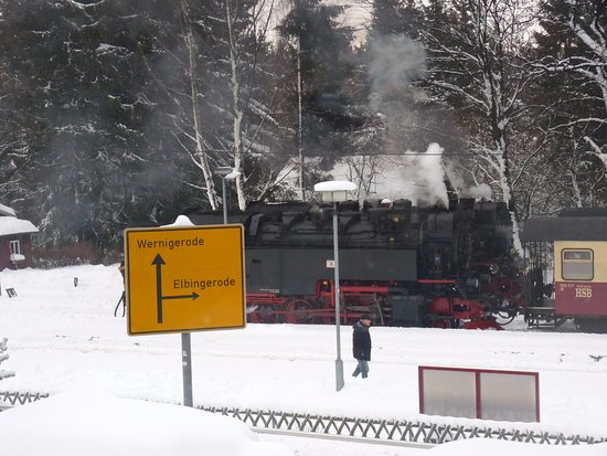 Schierke, Alemania: vom Speiseraum über die Straße zur Bahnanlage