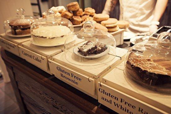 Dartington, UK: Homemade cakes