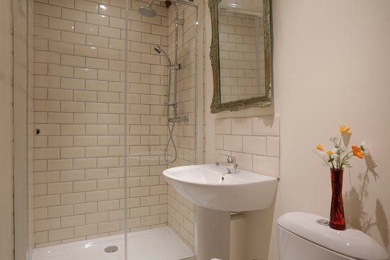 En Suite bathroom with every bedroom in La Grange Picture of The
