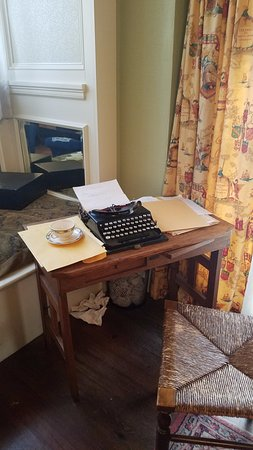 Margaret Mitchell House: Margaret Mitchell's type writer & desk (or a model of it).