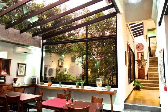Posada Las Terrazas: Desayunador vidriado con vista al jardín