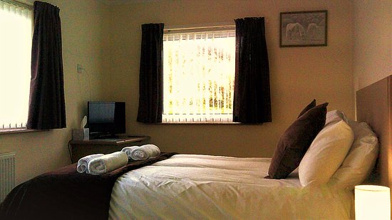 Menai Bridge, UK: double room