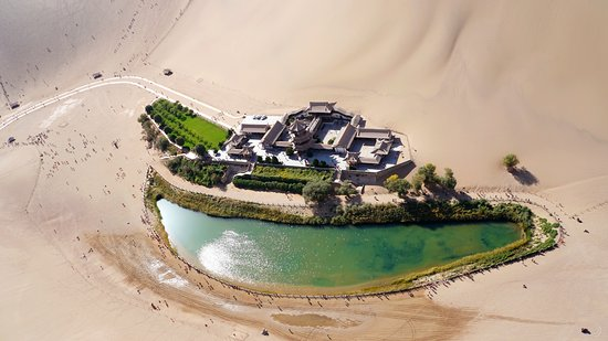Dunhuang, Cina: Aerial View of the Crescent Moon Spring