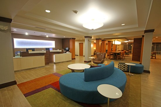 Fairfield Inn & Suites Aiken: Front Desk / Lobby Area
