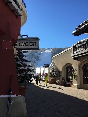 Arrabelle at Vail Square, A RockResort: Walkway to Slopes Between Arrabelle and Shops