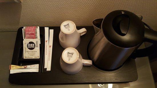 Leonardo Hotel Berlin City West: Möglichkeit für ein Heißgetränk auf dem Zimmer