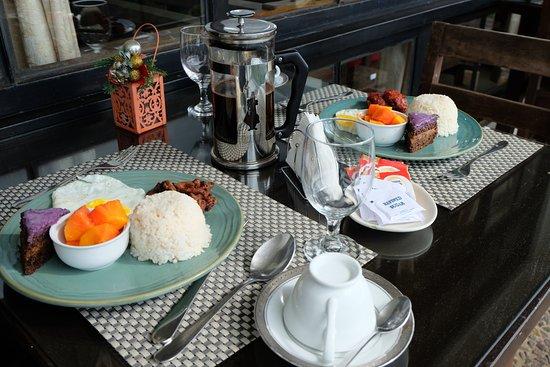 Potter's Ridge Hotel: Plated Breakfast
